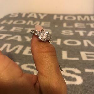 Fashion Diamond Engagement Silver Ring